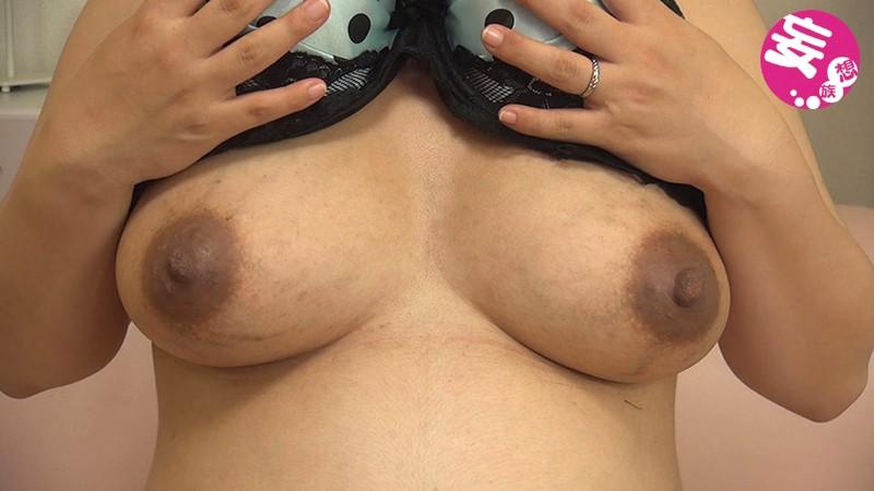 黒ずんだ乳輪乳首とパンパンに張ったお腹から飛び出る出ベソがエロい妊婦 サンプル画像  No.8