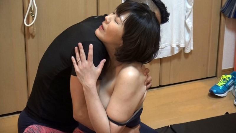 ナンパ連れ込み熟年マダム イケメンマッチョのたくましい腕に抱かれて恥じらうおばさんの密着汗だく性交4時間 むっちり豊満妻編 サンプル画像  No.3