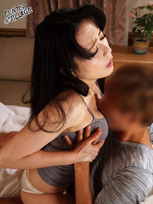 「もうこれで最後よ…」「えっ?母さん僕のチ●ポ嫌いなの?本当に忘れられるの?」自分で背徳関係解消宣言しながらも内心は息子チ●ポが愛おしくて仕方がない母とボクの何回イッても終わらないエンドレス種付け相姦!! 三浦恵理子 サンプル画像 No.8