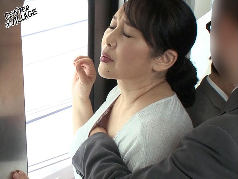 人妻痴漢電車~さわられた六十路母~ 高場典子 サンプル画像  No.7