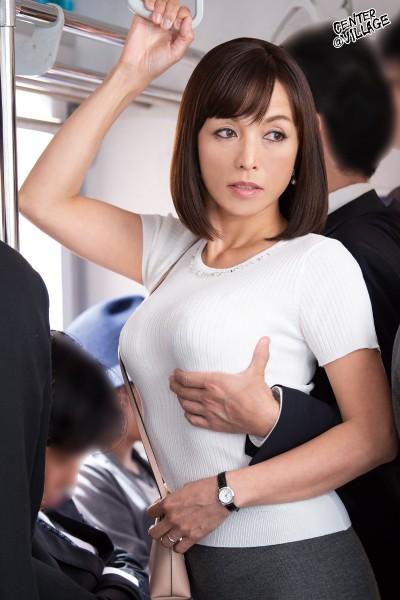 人妻痴漢電車~さわられた五十路母~ 及川里香子 サンプル画像  No.1