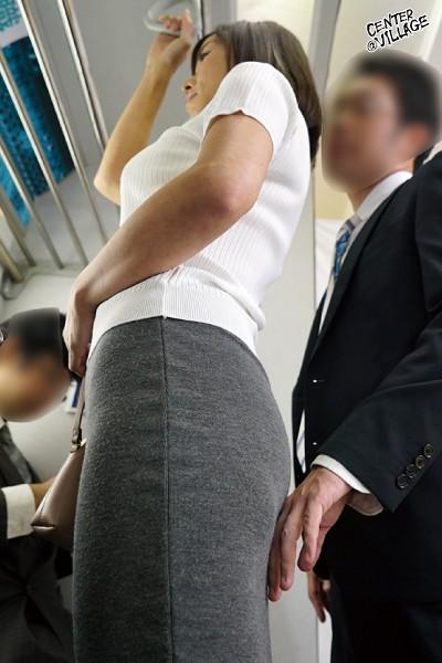 人妻痴漢電車~さわられた五十路母~ 及川里香子 サンプル画像  No.2