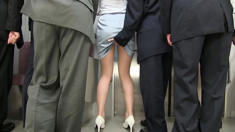 痴漢オークションにかけられた女 私を落札して下さい、そしてスカートを汚して下さい 荻野舞 サンプル画像  No.7