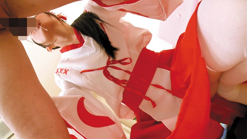 【神コス美少女】丸メガネ巫女さんの除霊フェラチオぶっかけ!跡美しゅり サンプル画像  No.4