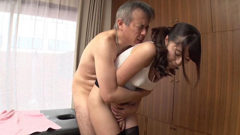 エステ嬢がお尻を向けて誘惑 初美沙希 サンプル画像  No.2