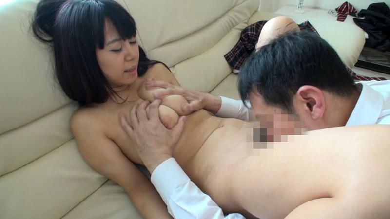男性の前で無意識に乳休めする人妻たち 柚月すず サンプル画像  No.1