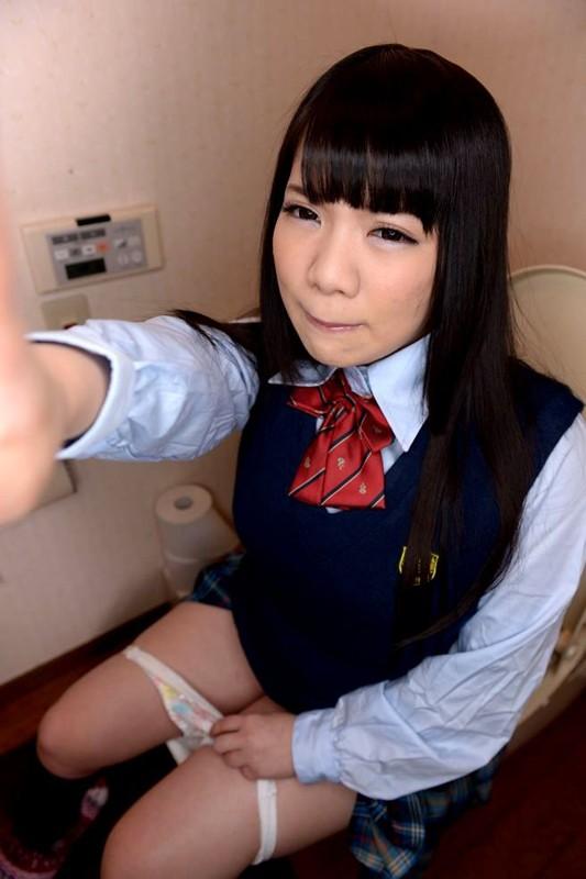 【VR】3DVRで妹のトイレに特攻!俺の妹は性奴隷で肉便器!たっぷり出すからきれいにしてね! 久我かのん サンプル画像 No.2