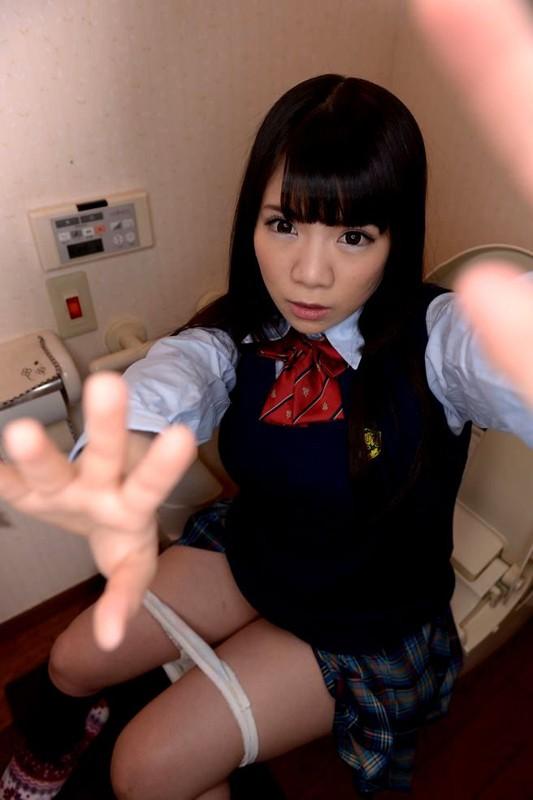 【VR】3DVRで妹のトイレに特攻!俺の妹は性奴隷で肉便器!たっぷり出すからきれいにしてね! 久我かのん サンプル画像 No.3