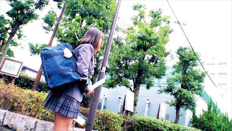 3分前まで女子●生!!!!卒業式終わりにそのままAVデビュー 奇跡の天然Hカップ 18歳 花岬みな サンプル画像  No.3
