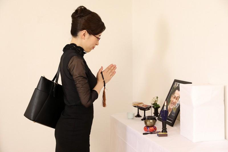 【VR】あっちこっちプルンプルン→葬儀中に秘書をプルプルして困らせているオレ サンプル画像 No.3