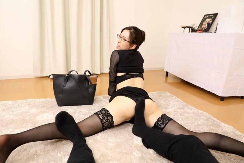 【VR】あっちこっちプルンプルン→葬儀中に秘書をプルプルして困らせているオレ サンプル画像 No.6