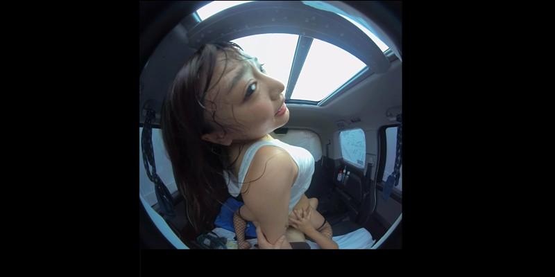 【VR】VR真夏の炎天下の狭い車内で汗だくになって肉食系カーセックスしまくりました 浜崎真緒 サンプル画像  No.7