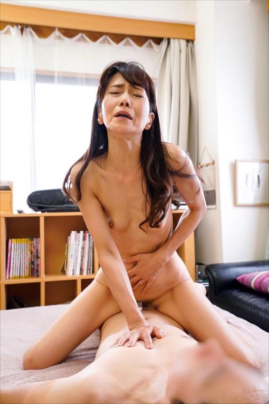 母子相姦 息子を誘惑する母 サンプル画像  No.2