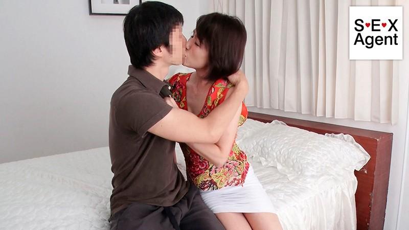 WifeLife vol.028 ・昭和31年生まれの内原美智子さんが乱れます ・撮影時の年齢は60歳 ・スリーサイズはうえから順に85/72/90 サンプル画像  No.1