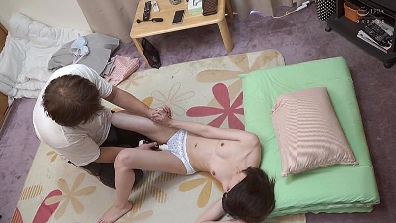 連日予約完売の人気デリヘル店「妹く●ぶ」で働いてる年齢不詳の少女たちを隠し撮り 少女4名 サンプル画像 No.8