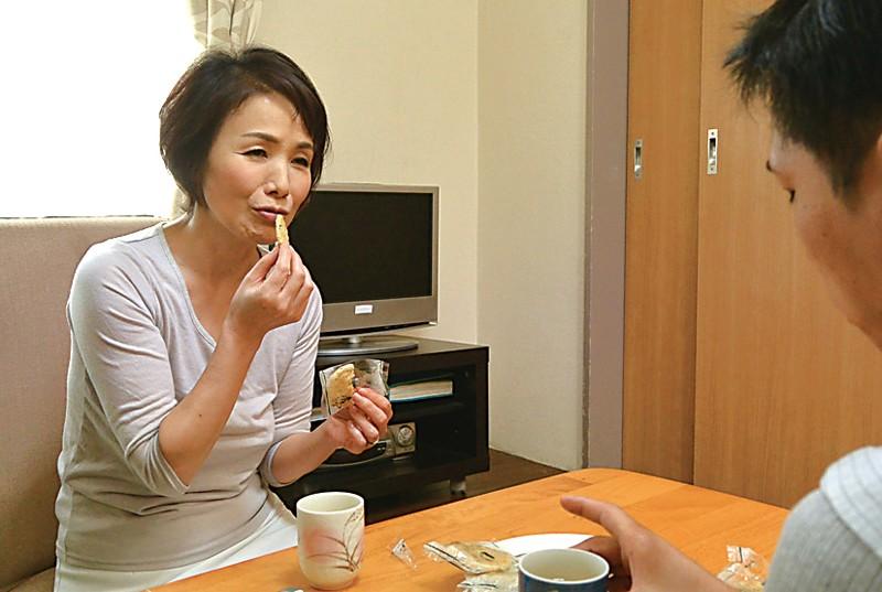 秋田から上京した嫁の母が…六十路義母 内原美智子 サンプル画像 No.6