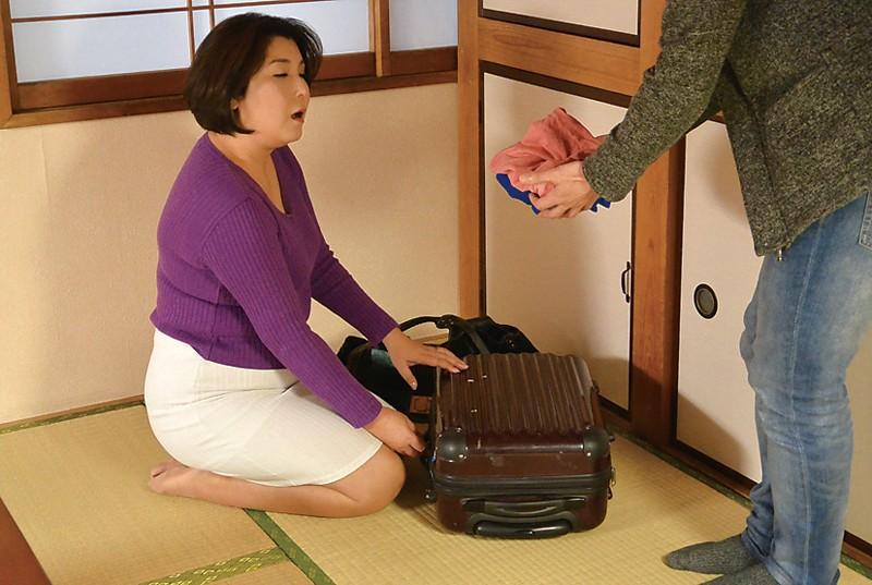 新潟から上京した嫁の母が…巨乳義母 水野よしみ50歳 サンプル画像  No.3