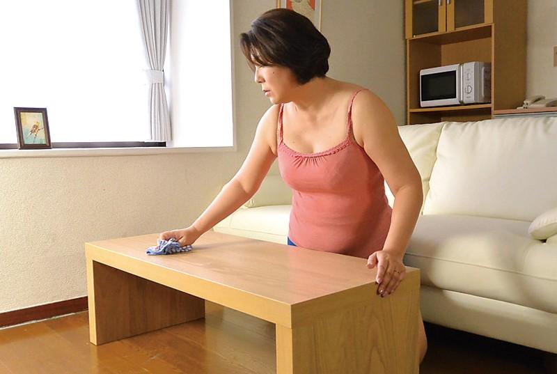 新潟から上京した嫁の母が…巨乳義母 水野よしみ50歳 サンプル画像  No.5