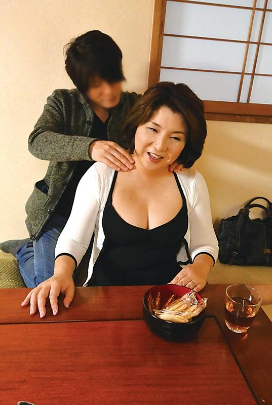 新潟から上京した嫁の母が…巨乳義母 水野よしみ50歳 サンプル画像  No.8