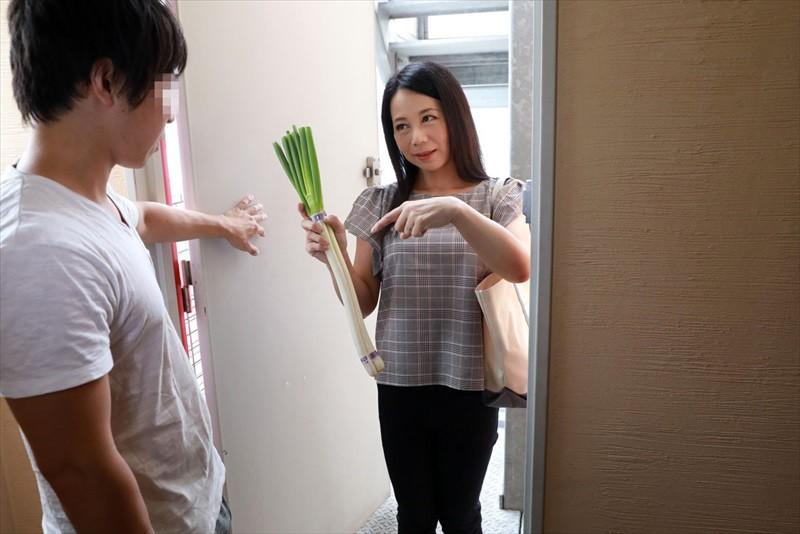 地元の底辺校を卒業⇒上京して5年、いまだにフリーターのボクにまさかのモテ期!?同年代の女子には全然モテないボクをやたらとイケメン扱いしては一人暮らしのアパートに来て何かと世話を焼いてくれるパートのおばちゃんたちとの不倫にハマってしまった サンプル画像  No.1