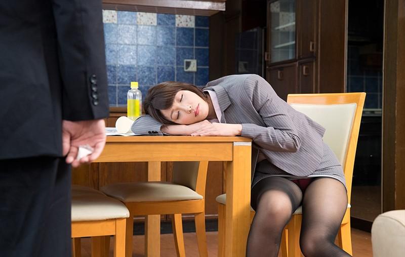 「一度でいいから揉んでみたい!」黒パンストを履いたデカ尻同僚に僕が睡眠薬を飲ませて、夢の豊満ボディを堪能し何度も中出し!2 サンプル画像 No.1