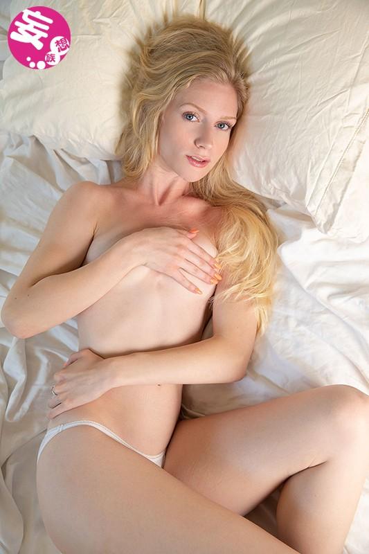 Stella 19歳 ロスで見つけたすごい透明感のスレンダー美女が初脱ぎイメージデビュー サンプル画像  No.1