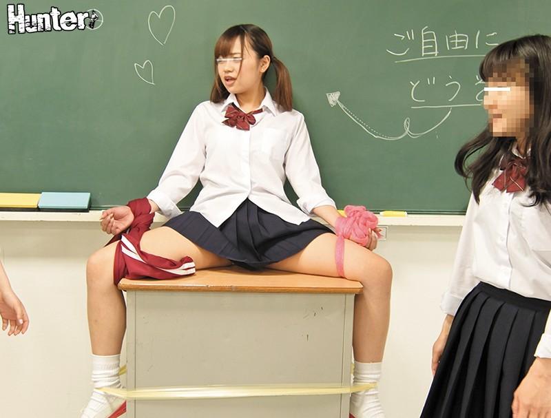 S級美人女子ばっかりのクラスに男子はボク1人のハーレム状態!さらにちょっとヤンチャな女子たちが仕掛けるスカートめくりやジャージおろしがクラスで流行っていて、何もしなくても毎日のようにパンチラが拝めるんです!パンチラだけじゃありません!たまに可愛いおしりも… サンプル画像 No.7