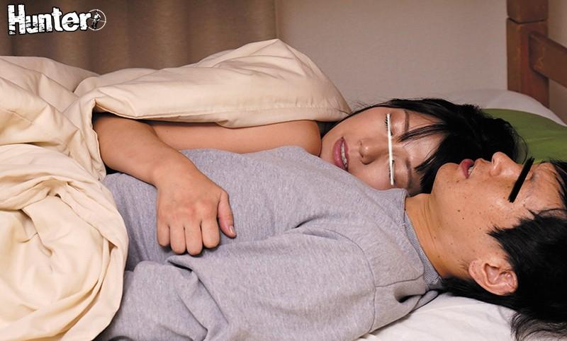 朝起きたら布団の中に義姉が!しかも密着抱きつきで勃起が止まらない!寒いのに薄着で乳首がビン立ちしている義姉!しかも、朝起きたらボクの布団に潜り込んできて暖かいからと密着して寝ている!布団の外は寒いから部屋が暖まるまでボクに密着したまま寝て布団から出ない… サンプル画像  No.1