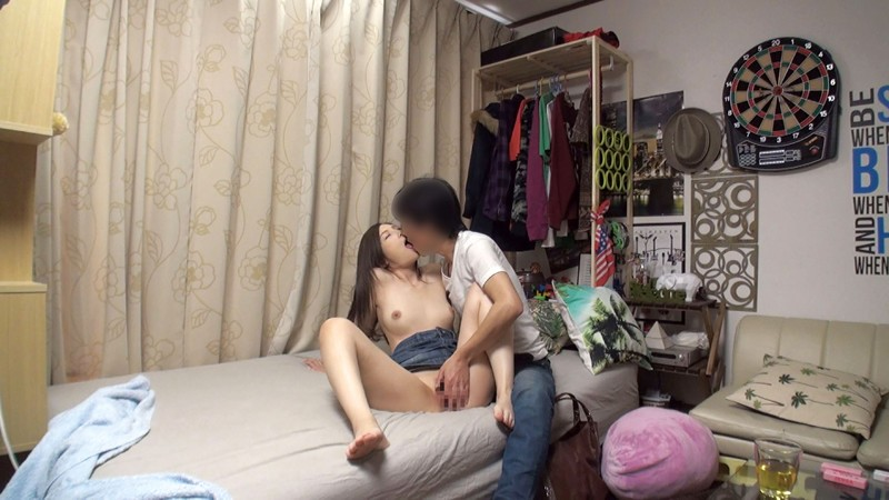 イケメンが熟女を部屋に連れ込んでSEXに持ち込む様子を盗撮した動画。 FANZA限定!先行配信スペシャル!!67 サンプル画像 No.1