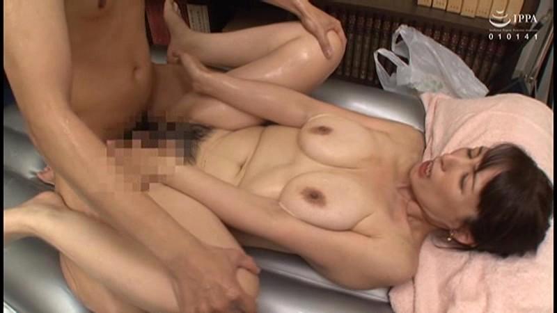 裏風俗 関西マットヘルス潜入 過激な接客~愛欲の売春に身を投じる熟女たち~ 30人8時間 サンプル画像 No.3