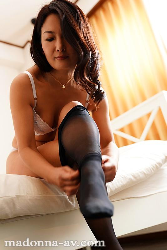 こんな私でも好きになってくれるなら…。 年の差性交に濡れる女上司 ―肉欲の逢瀬― 一色桃子 サンプル画像  No.1