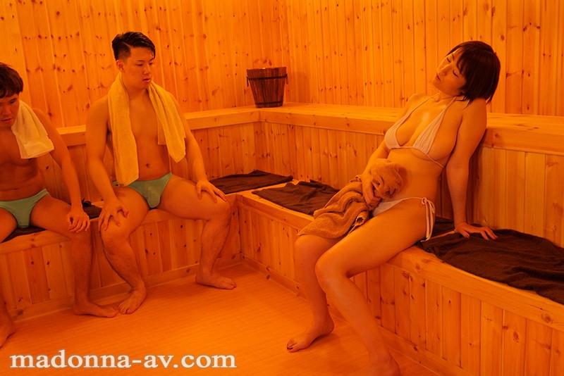 最近通い始めたヨガ教室の混浴サウナで偶然知り合った妻の友人と… 松本菜奈実 サンプル画像  No.4