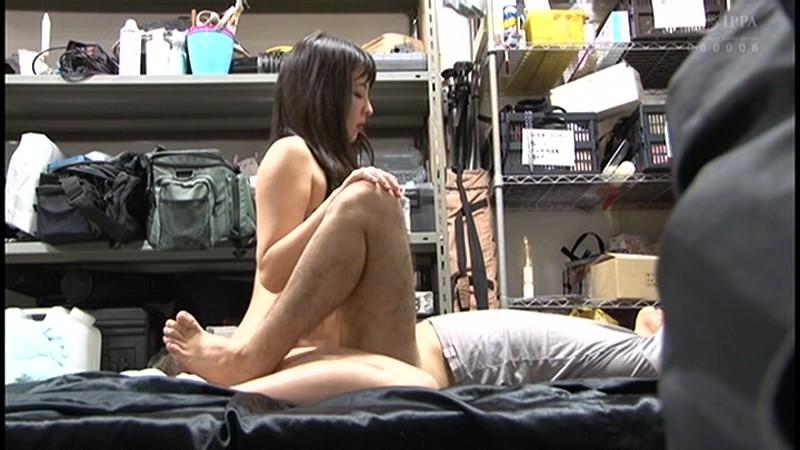 控え室で待機してたら女優に痴女の練習台にされてアナルまで犯された(嬉)! サンプル画像  No.5