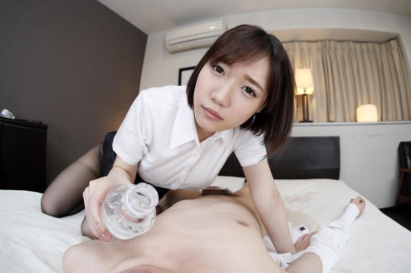【VR】酔いつぶれて女性の同僚に介抱されている時に…寝たふりしてたら勃起しちゃった僕 菊川みつ葉 サンプル画像 No.3