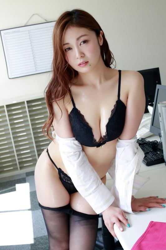 舞台、女優、アイドルグループと幅広く活躍している瑞森しゅんちゃんの最新イメージ作品。 [サムネイム02]