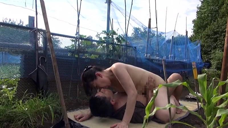 青姦熟女3 野外でお尻を震わせてイキ果てる淫乱オンナの性 サンプル画像  No.6