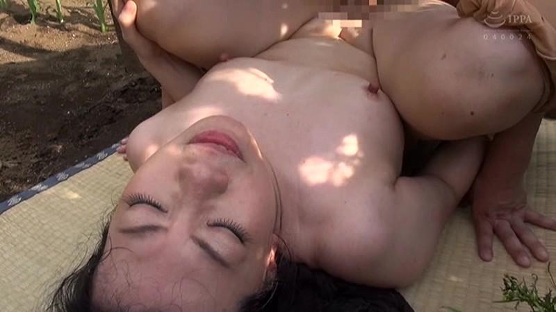 青姦熟女3 野外でお尻を震わせてイキ果てる淫乱オンナの性 サンプル画像  No.8
