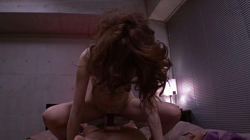 真梨邑ケイが騎乗位で腰をイヤラしく振るセックスを見逃すな! サンプル画像  No.3