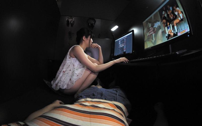 【VR】ネカフェでこっそりSEX サンプル画像 No.1