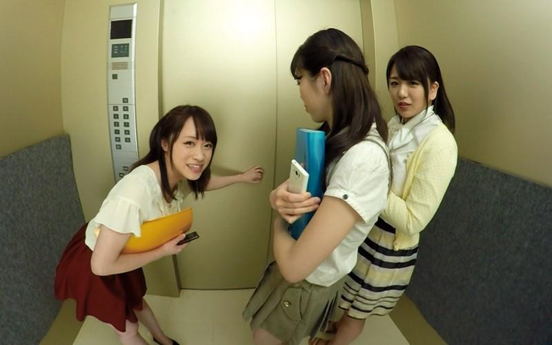 【VR】エレベーター緊急停止!閉じ込められた僕とOL3人 サンプル画像 No.2