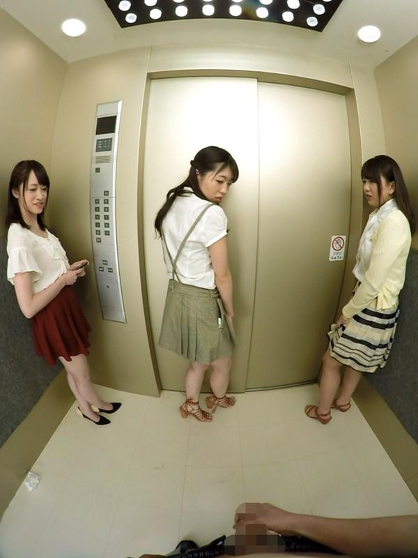 【VR】エレベーター緊急停止!閉じ込められた僕とOL3人 サンプル画像 No.7